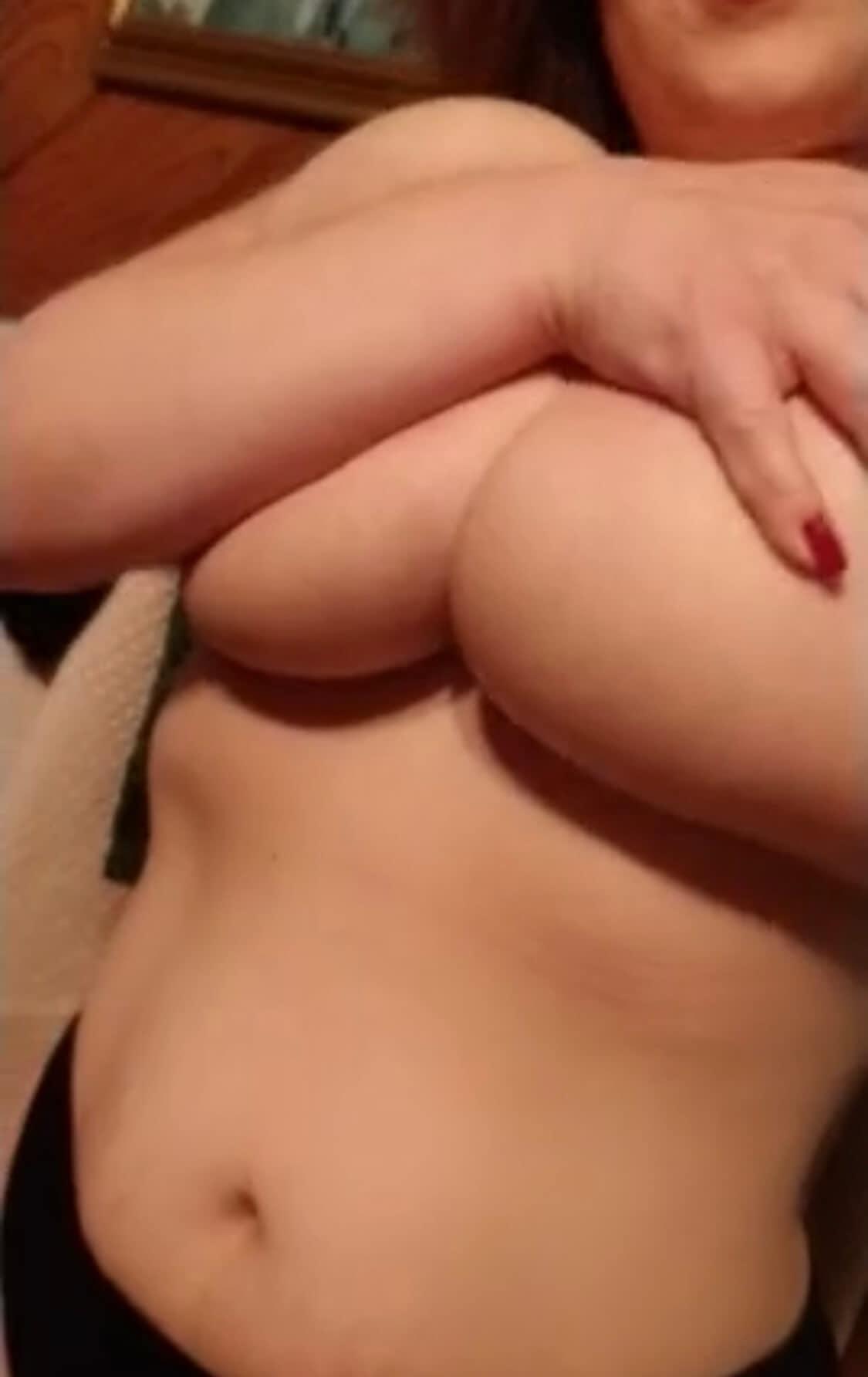 Elle balance ses gros seins sur snapchaudasse