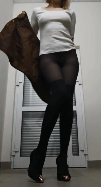Le snapsexe d'une belle escorte bi parisienne