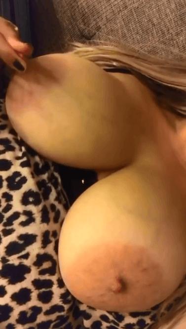 Milf gros boobs m'invite ;)