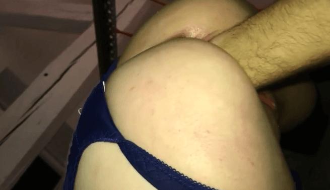 Mon copain me fait un violant Fist dans la chatte
