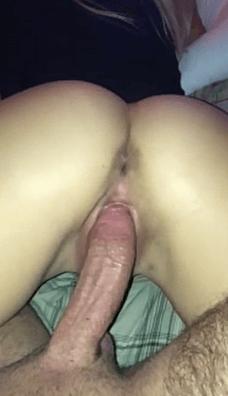 Jeune brunette de paris qui aime les gros sexe matures