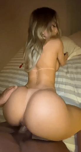 Le nude sexe de ce cul de blonde légendaire en leuleu !