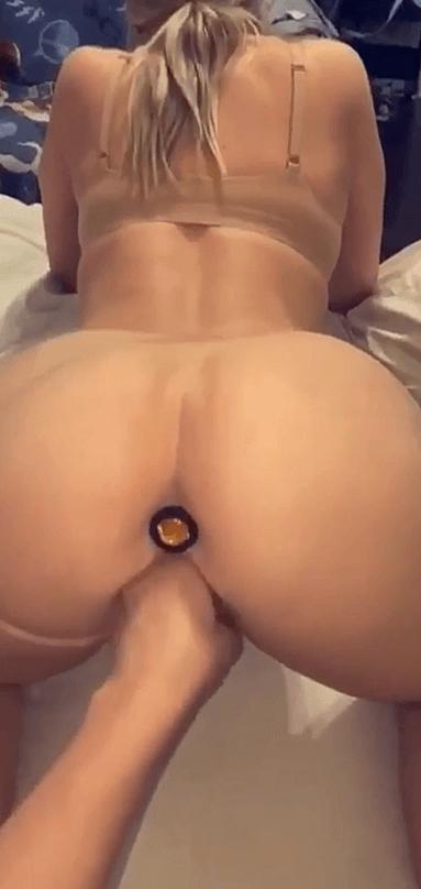 Nude coquin de ma bonde avec un plug dans le cul